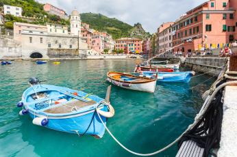 Картинка корабли лодки +шлюпки вернацца италия Чинкве-терре лигурийское побережье бухта лодка дома горы