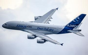 обоя airbus a380, авиация, пассажирские самолёты, авиалайнер