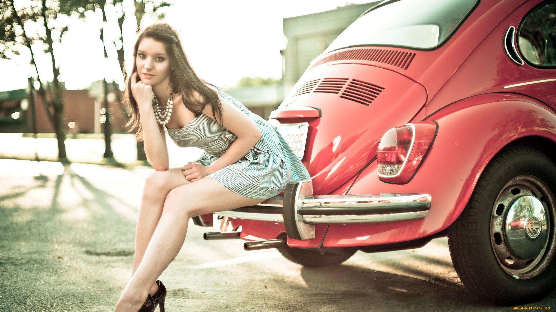 девушка блондинка оранжевый автомобиль volkswagen  № 729143 загрузить