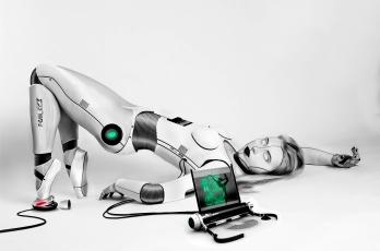 обоя фэнтези, роботы,  киборги,  механизмы, лэптоп, взгляд, фон, девушка