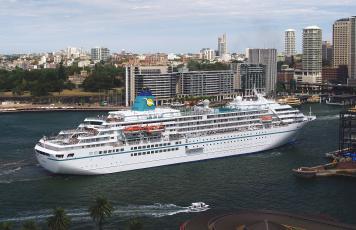 Картинка корабли лайнеры город вода здания панорама круиз