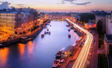 обоя города, санкт-петербург,  петергоф , россия, река, здания, дома, огни, набережные, улицы