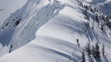 обоя спорт, лыжный спорт, лыжня, обрыв, деревья, лыжник, горы, человек, снег