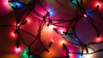 Картинка праздничные мишура +гирлянды +цветы огоньки гирлянда