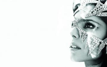 обоя музыка, cheryl cole, взгляд, маска, украшение, лицо, черно-белая, шерил, коул