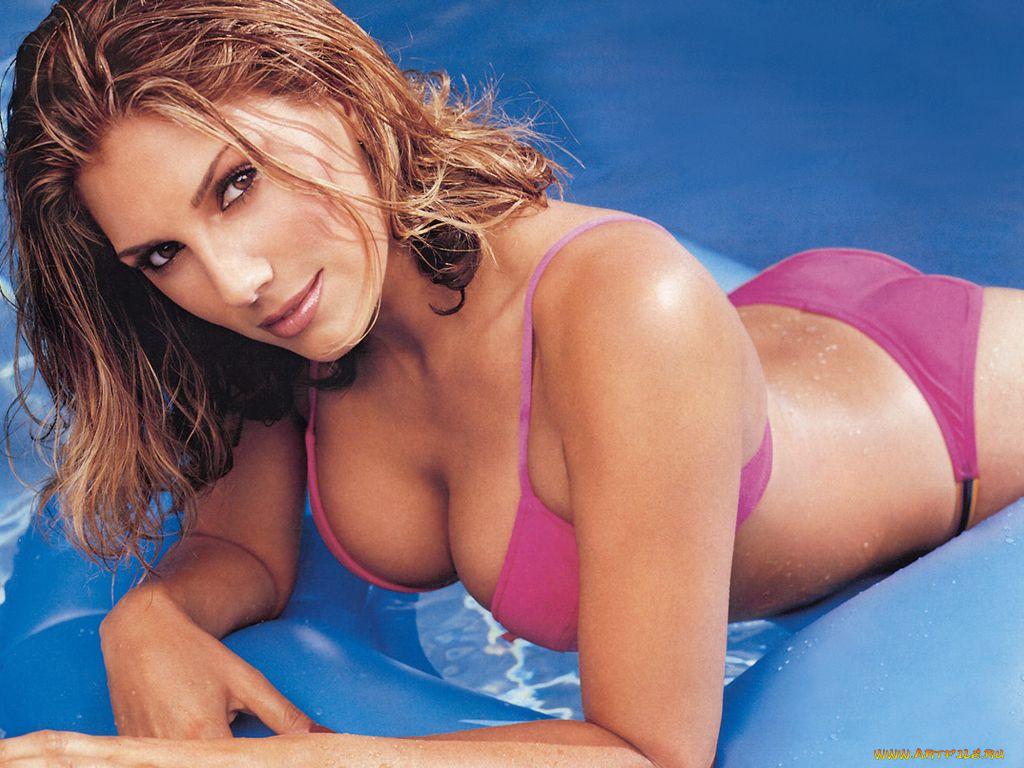 Mature Latina Monique Fuentes has her big tits shown in clos eup № 594349 без смс