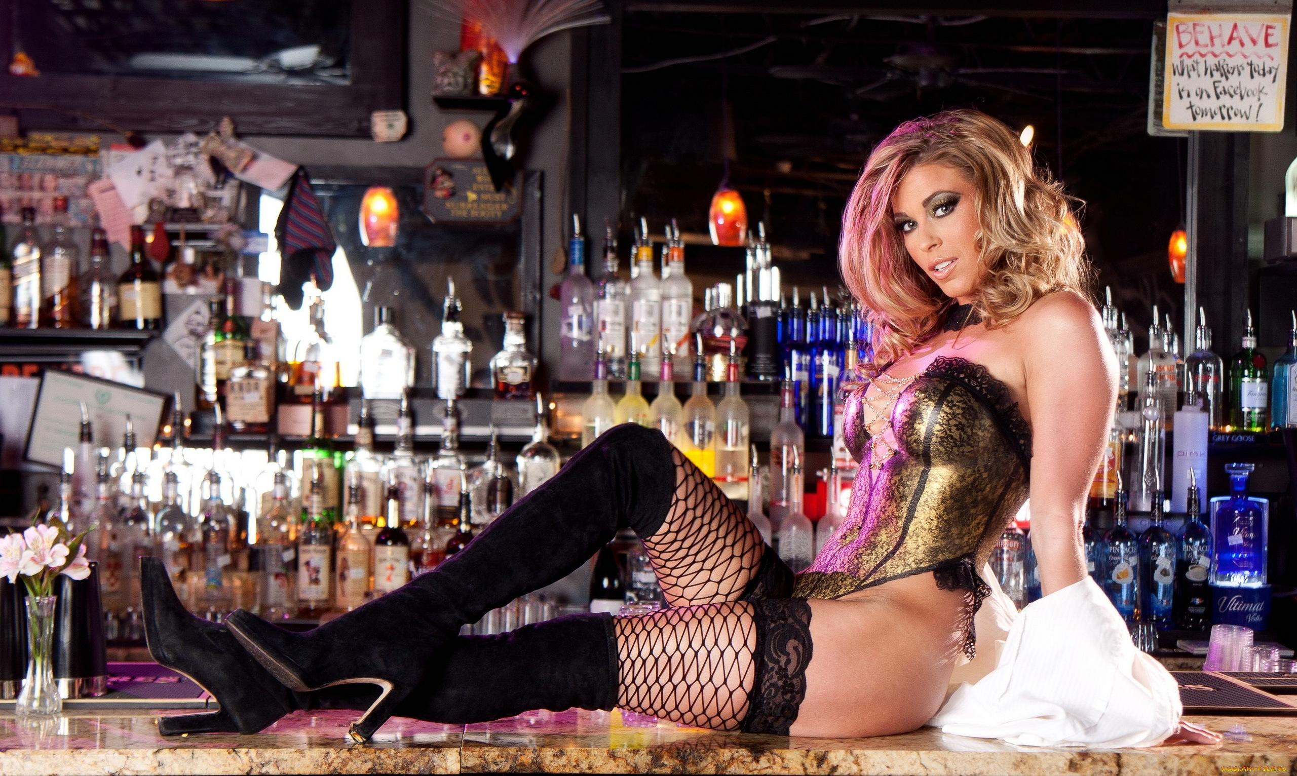 kartinki-striptiz-na-barnoy-stoyke-porno-s-bogatenkimi-telkami