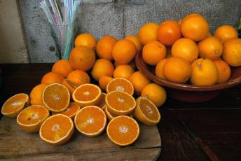 Картинка еда цитрусы блюдо дольки апельсины стол