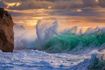 Картинка природа стихия небо шторм волны скала море тучи