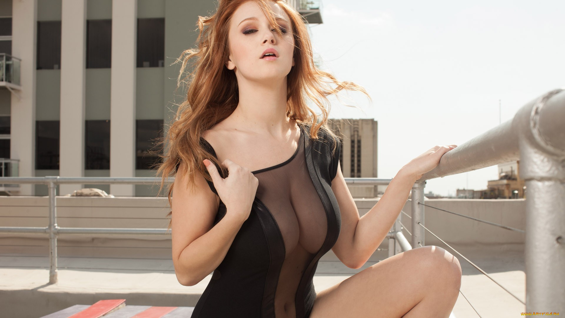 Lovely redhead babe Leanna Decker showcasing her voluptuous curves  1100365
