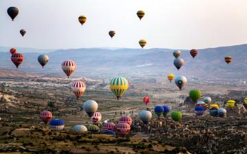 обоя авиация, воздушные шары, полет, много, шары, панорама, горы