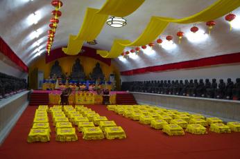 Картинка интерьер убранство роспись храма буддисткий храм