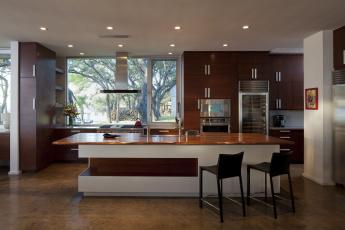 Картинка интерьер кухня кресла техника шкафы мебель дом