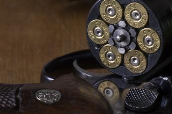 Картинка оружие револьверы макро пули барабан