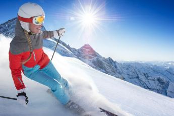обоя спорт, лыжный спорт, солнце, снег, радость, девушка, лыжи