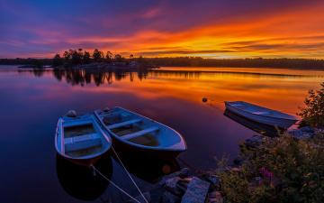 обоя корабли, лодки,  шлюпки, закат, камни, река, небо, лес, вечер, берег, швеция, кусты