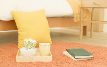 обоя разное, канцелярия,  книги, ковер, подушка, чашка, ящик, книги, кровать