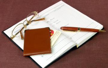 обоя разное, канцелярия,  книги, ручка, ежедневник, очки