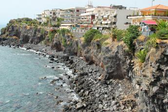 Картинка италия сицилия aci castello города улицы площади набережные побережье дома море