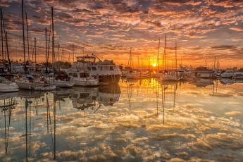 Картинка корабли Яхты гавань причалы яхты рассвет