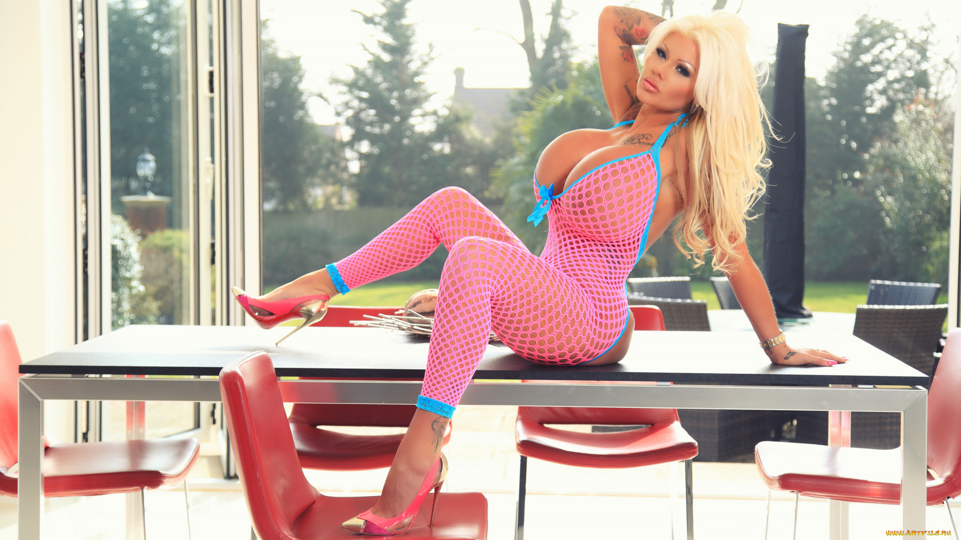 Blonde with giant boobies Candy Charms shows her sweet tattoos № 829529  скачать