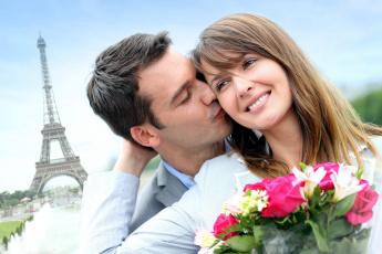 Картинка разное мужчина+женщина париж влюбленные поцелуй
