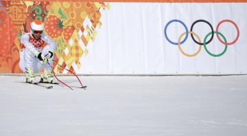 Картинка спорт лыжный+спорт лыжник логотип кольца борт спортсмен усталость лыжи снег зима сочи олимпиада
