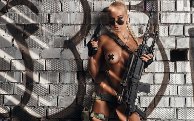 Порно голые девушки с оружиями порно колобок