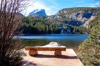 Картинка природа реки озера горы вода скамейка отдых