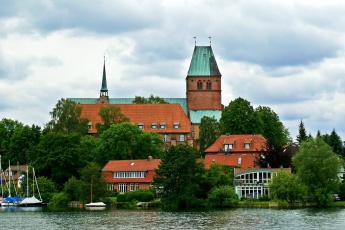 Картинка германия ратцебург города здания дома река причалы яхты деревья