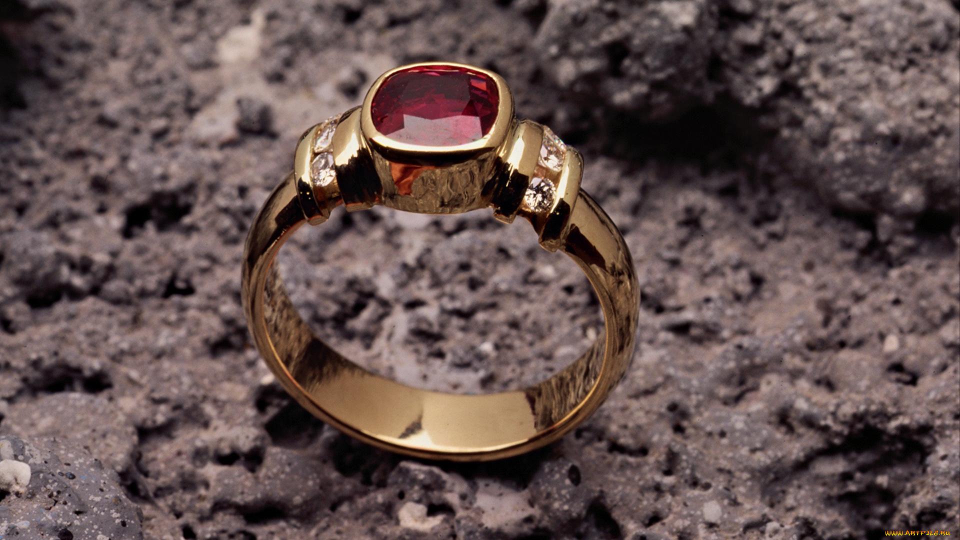 Рубин камень фото украшения с золотом