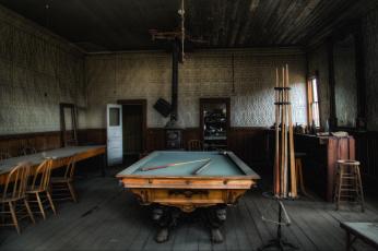 Картинка интерьер бильярдная бильярдный стол
