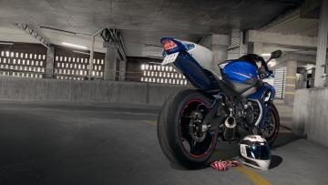 Картинка мотоциклы suzuki синий шлем перчатки мотоцикл сузуки blue gsx-r1000