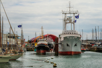 обоя musee maritime, корабли, разные вместе, порт