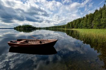 обоя корабли, лодки,  шлюпки, пейзаж, природа, деревья, лодка, река
