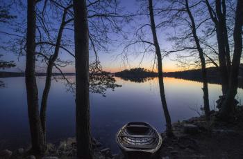 обоя корабли, лодки,  шлюпки, финляндия, деревья, озеро, лодка, закат