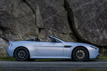 Картинка автомобили aston+martin серый 2014г v12 aston martin uk-spec roadster vantage s