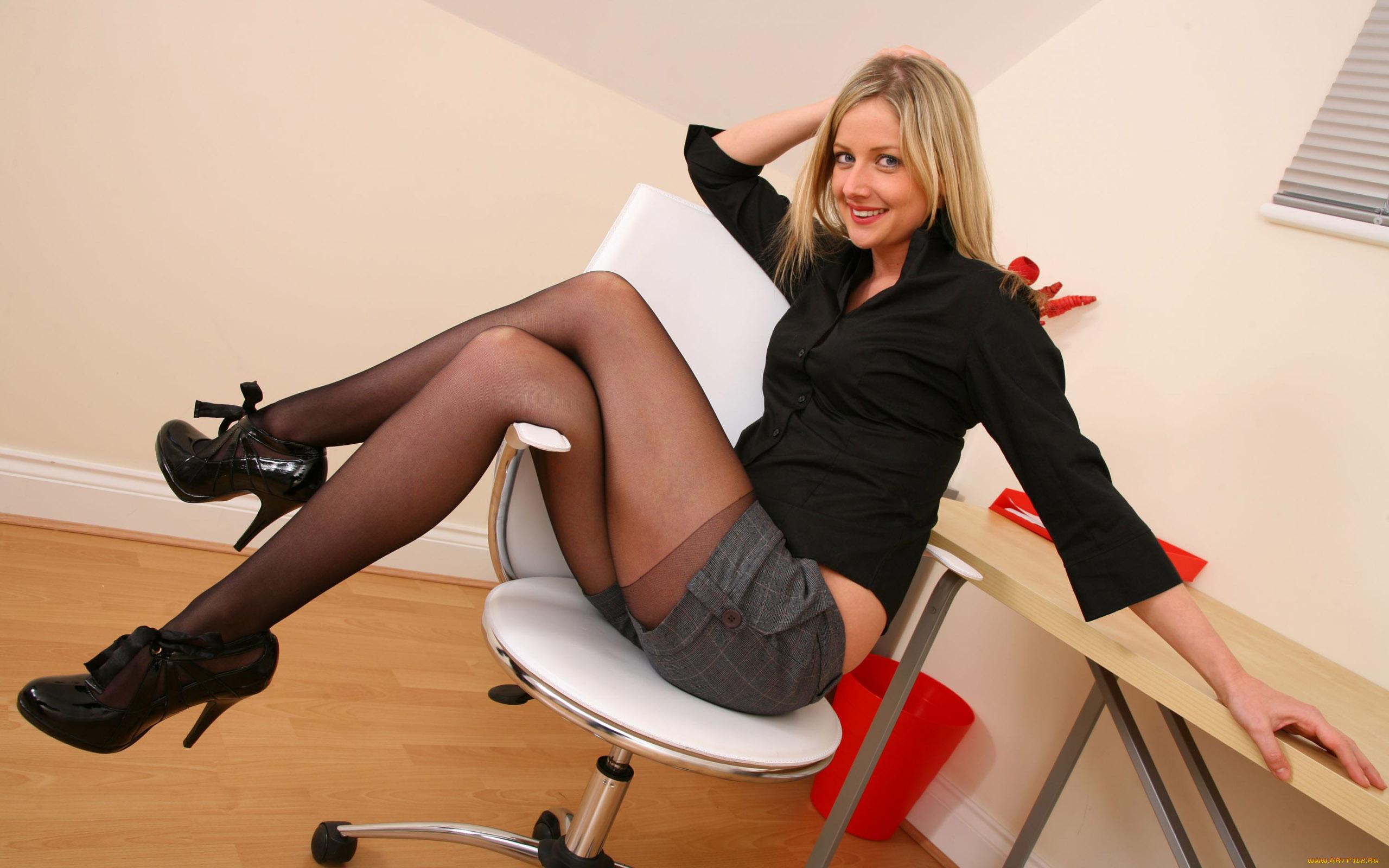 Секретаршу на троих, Поделили секретаршу на троих 7 фотография