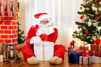 обоя праздничные, дед мороз,  санта клаус, санта, фонарь, подарки, елка, коробки