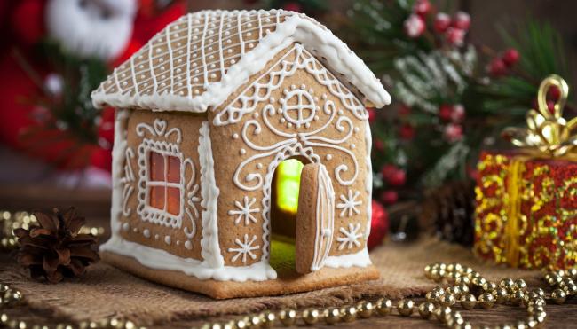 Обои картинки фото праздничные, угощения, пряник, ёлка, шишка, домик