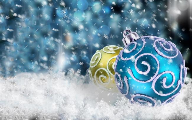 Обои картинки фото праздничные, шары, снег, шарики, блики, снежинки