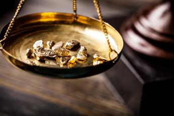 обоя разное, золото,  купюры,  монеты, весы, кусочки