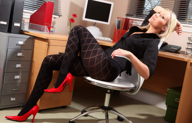 фото ноги секретарши
