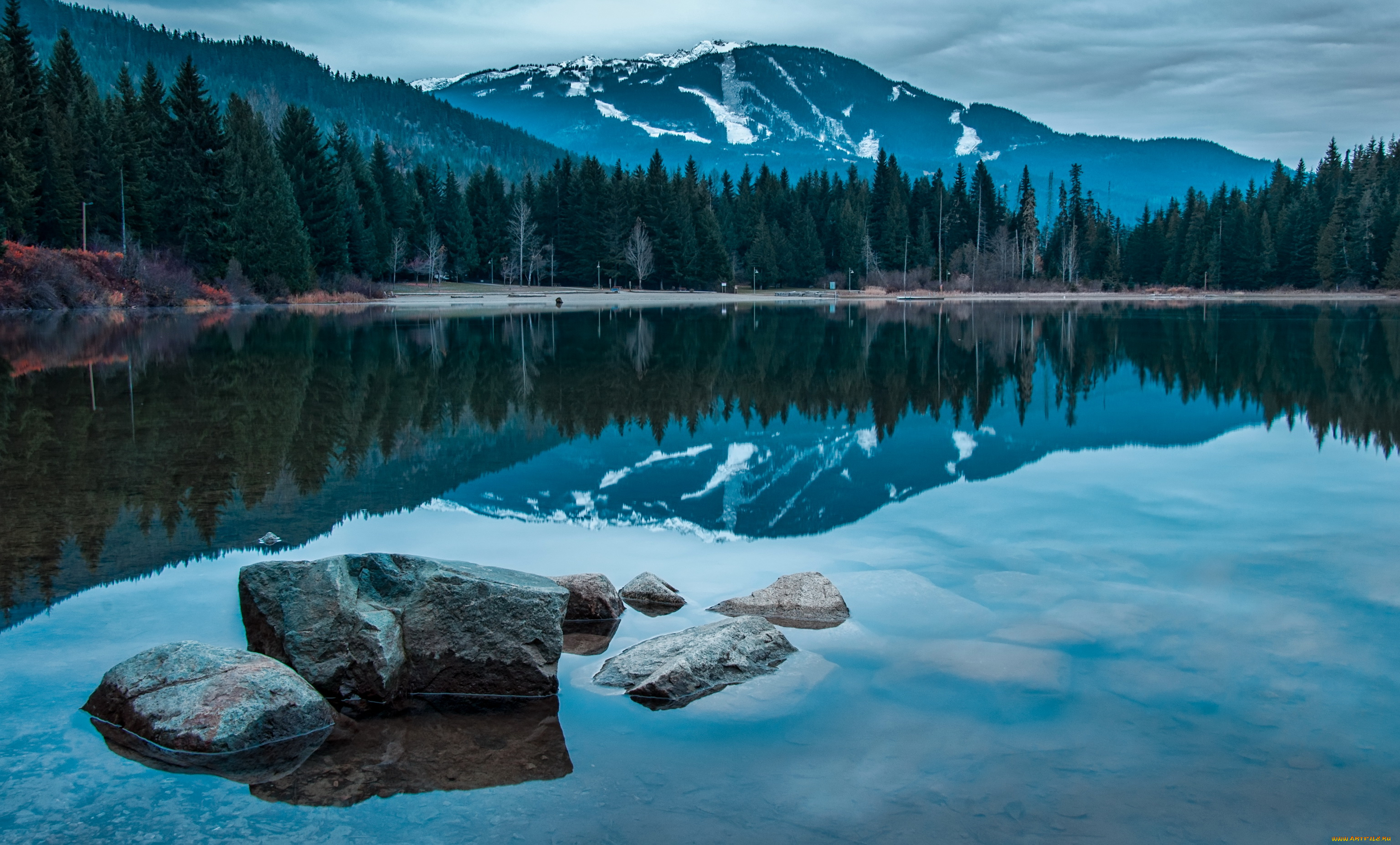 природа горы вода отражение загрузить