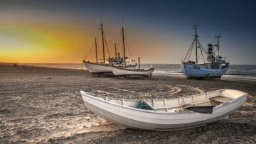 обоя корабли, разные вместе, пляж, побережье, рассвет