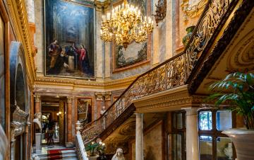 обоя интерьер, дворцы,  музеи, колонна, люстра, лестница, испания, мадрид, музей, серральбо, картина