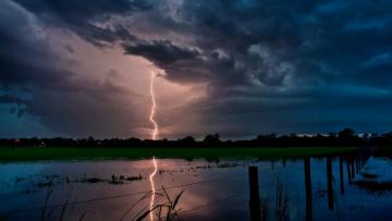Картинка lightning strikes природа молния гроза ночь озеро тучи