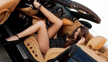 обоя автомобили, -авто с девушками, ножки, прозрачная, комбидрес, грудь, плечо, девушка, aspen, rae, брюнетка, локоны, модель, серьги, формы
