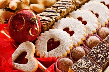Картинка праздничные угощения шары украшения cookies торты конфеты печенье ленты еда сердца новый год candy cakes balls christmas decoration merry holiday happy new year праздник hearts ribbon