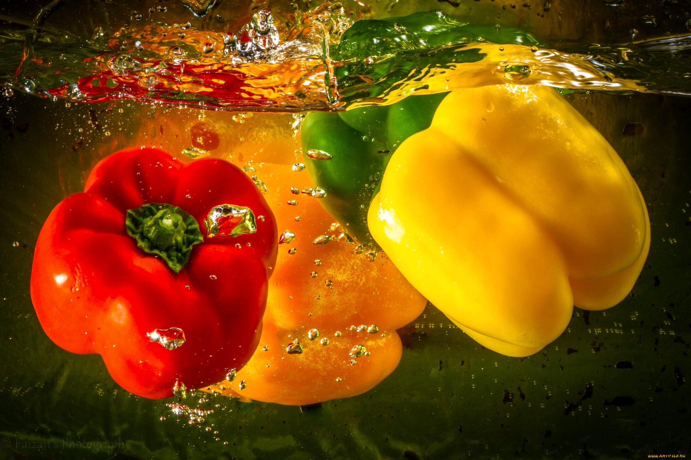 Перец зеленый желтый красный  № 2931157  скачать